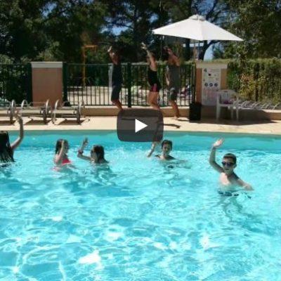 Danse dans les piscines du camping