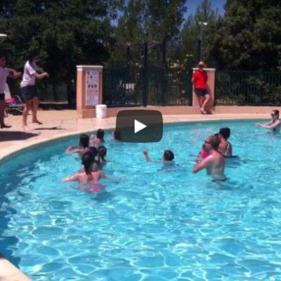 Danse de la piscine parc aquatique du camping