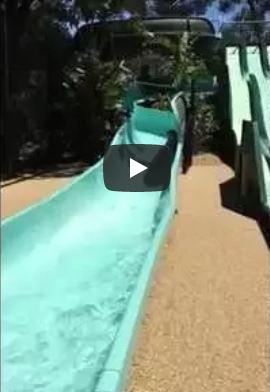 Var Camping Parc aquatique : toboggan en boucle