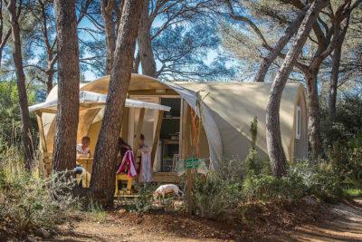 Bungalow toilé dans camping ombragé et nature économique