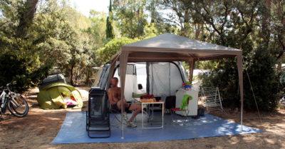 Emplacement de tente en camping ombragé - Var