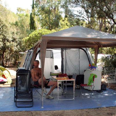 Très grands emplacements pour tentes, caravanes et camping-cars