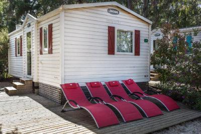 Location de mobile-home climatisé dans un camping varois magnifiquement arboré
