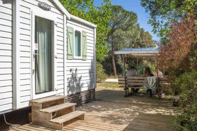 Location de mobile-home pour 6 personnes en camping avec parc aquatique