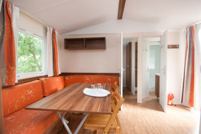 Location de mobile-home pour 6 personnes en camping familial dans le Var