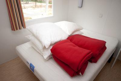 Mobile-home 4 personnes climatisé en camping 4 étoiles dans le Var