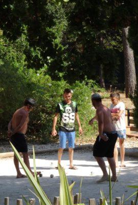 Pétanque et animations nature en famille au camping