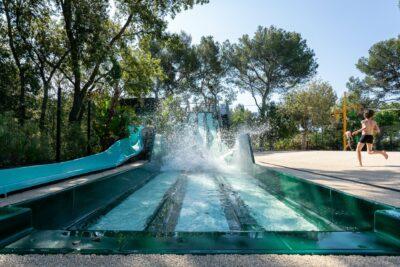 Camping Hyères Toboggan aquatique Piscine Jeux aquatiques