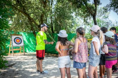 Camping sur la côte d'Azur Animation enfants Tir à l'arc