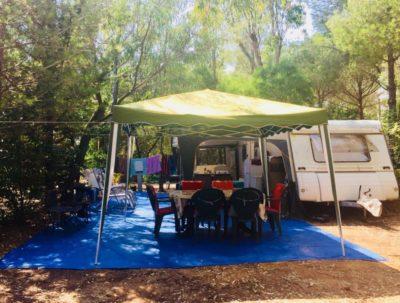 Emplacement camping mini prix ombragé Var