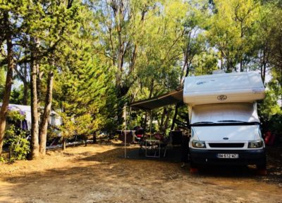 camping près des plages ombragé camping car