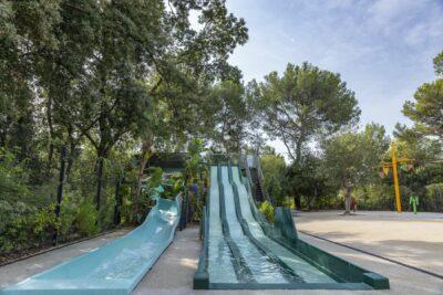 Piscine Toboggan Jeux aquatiques Enfant Vacances