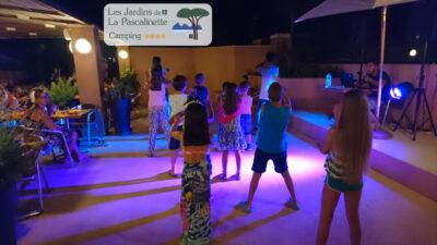 Camping Hyères Soirée Animation Danse Vacance Entre amis