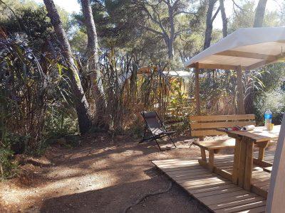 Camping du Var avec bungalow toilé dans la nature