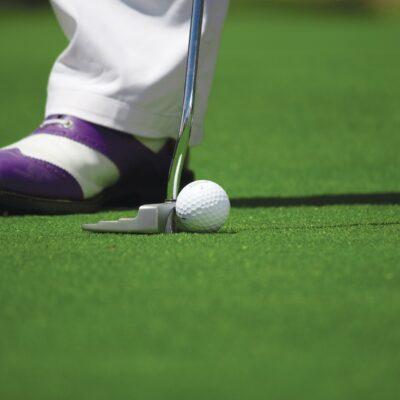 En famille ou entre amis, venez tester le parcours de golf du Castellet